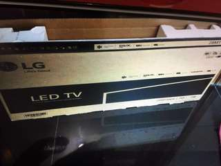 "LG 28"" LED TV, occasional use for a month. Near brand new with box and warranty card"