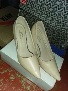 Close Shoes w/ heels (size 9)