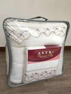 Akemi King Comforter Set