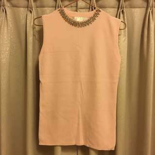 粉色無袖上衣