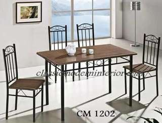 Brand new Dining set 4-seater Cm 1202