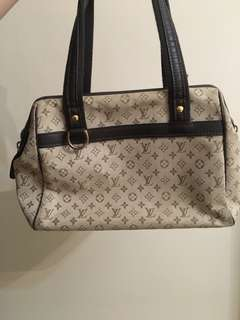 LV 95% new middle size bag