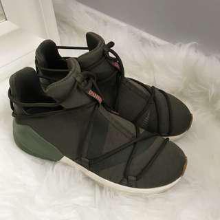 PUMA Fierce Velvet Rope Shoes Size 7