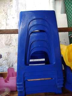 Bangku plastik biru