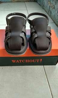 Sandal Watchout, baru mulus!