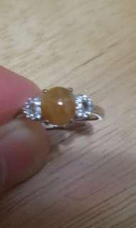 天然黃翡翠戒指 配 925銀,活圈$480。