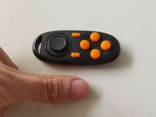 Mini bluetooth gamepad for mobile gaming