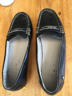 School black girls shoes size 4