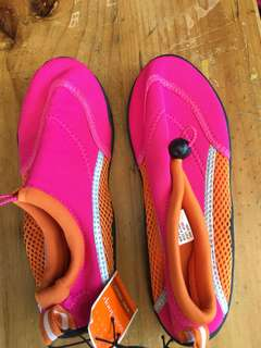 Swimming shoes for kids size 2 /3