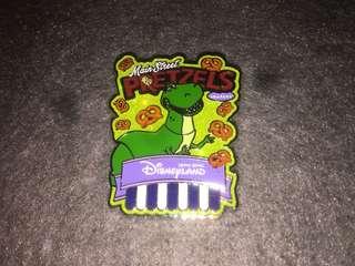 香港迪士尼 徽章 Disney Pin Popcorn & Pretzel Rex