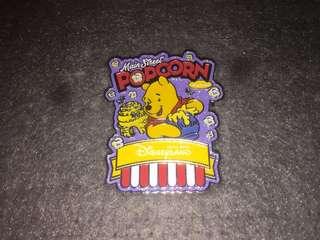 香港迪士尼 徽章 Disney Pin Popcorn & Pretzel Winnie the Pooh 小熊維尼