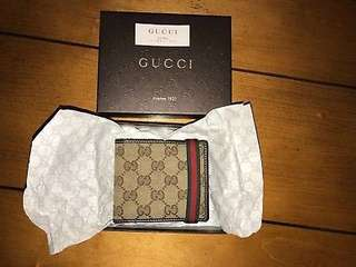 Men's Gucci Bifold Wallet with Gucci Logo displayed across (Pristine Condition)