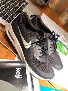 Nike black thea