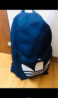 🚚 Adidas三葉草後背包