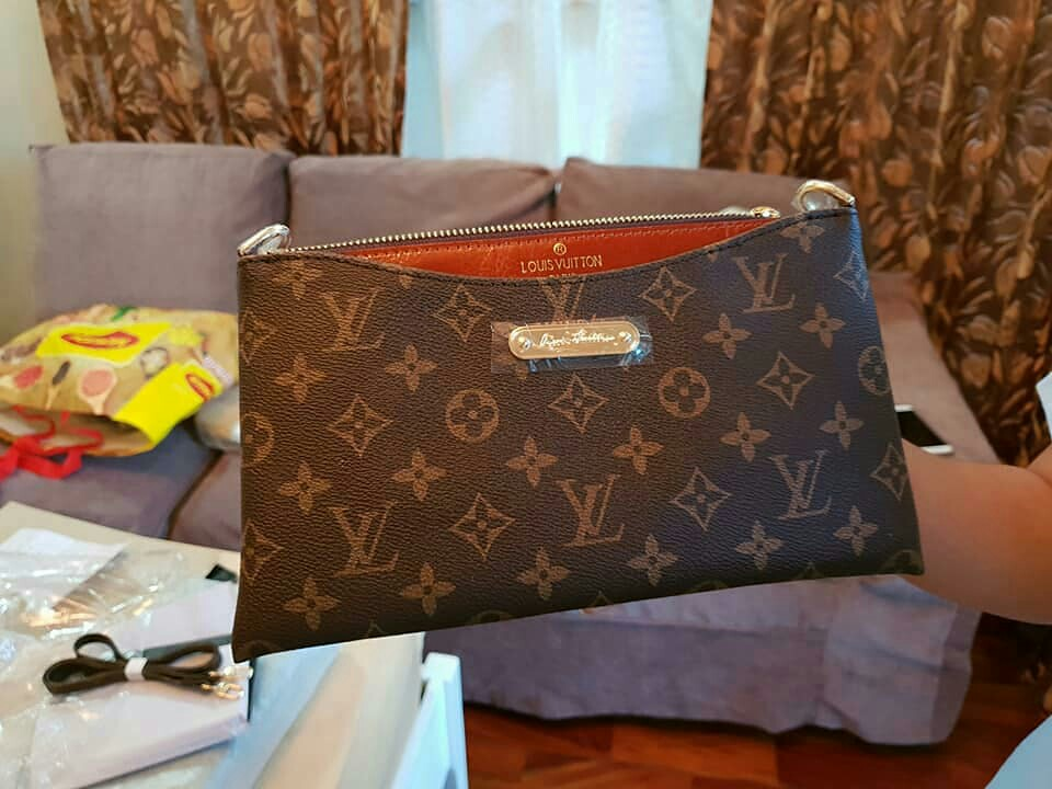 3ab94de11a29 Authentic Louis Vuitton Pouch
