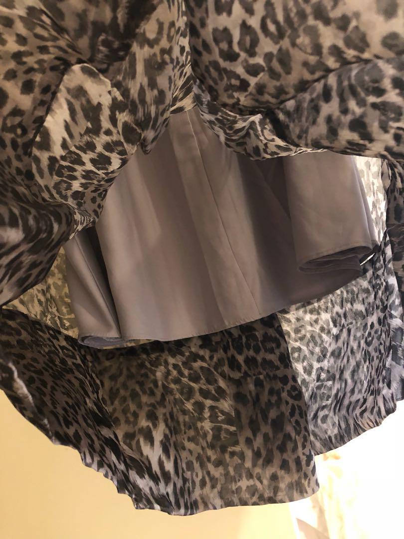 Forever New skirt, sz8, silk, mid length. Looks new.