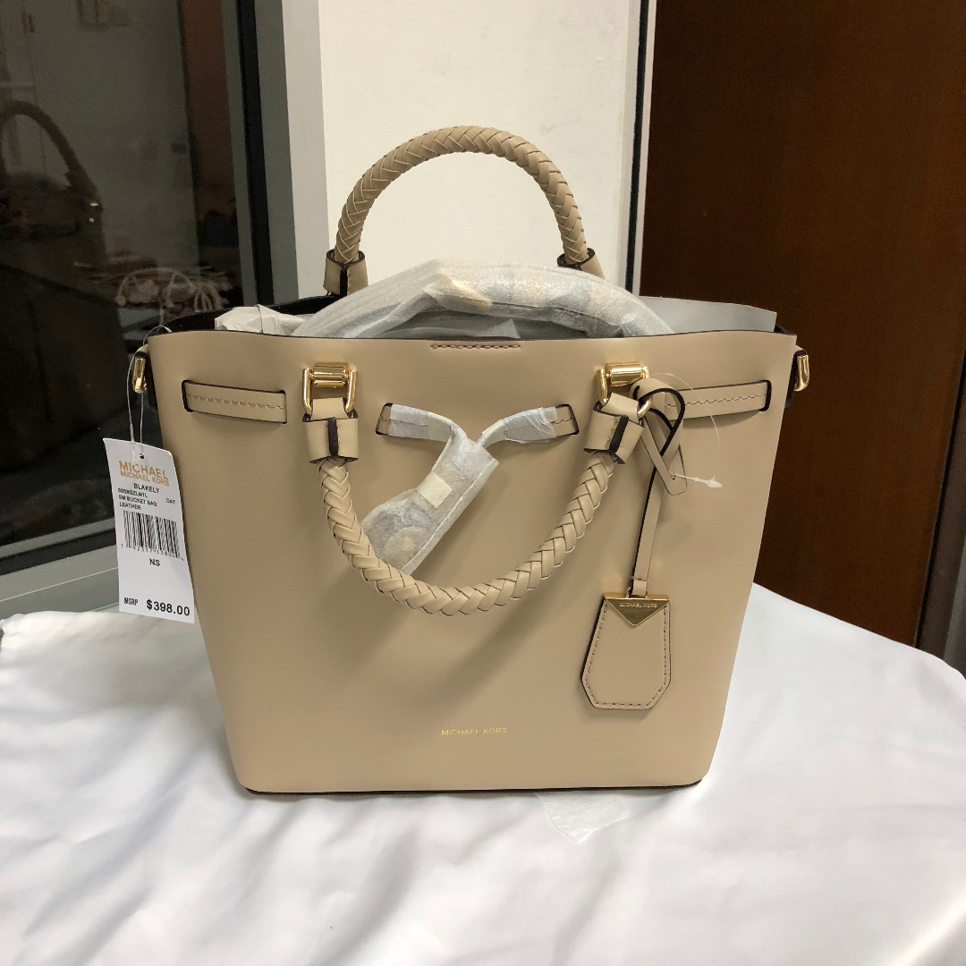 236f73352c785 Michael Kors Blakely Leather Bucket Bag Oat