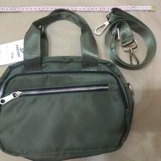 (全新) Fortune 軍綠色 新款 型格簡約 手挽/斜揹 兩用手袋  (超多格,實用,防水,靚料),  $99