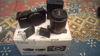 Canon EOS M Mirrorless with Lensa 18-55mm