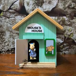 Wooden Mouse's house music box(music control open the door)