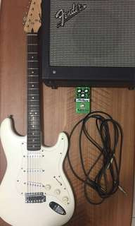 Squier Bullet strat with Fender Mustang I v2 amp + modtone speedbox XXL distortion pedal + accessories