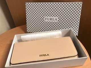 全新furla 長銀包,內有12個咭位,有兩個長紙幣位,有盒有塵袋