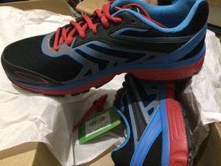 Running shoes - League legas