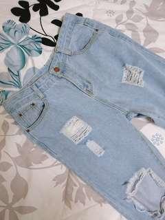 🚚 破洞牛仔褲 淺藍 附皮帶