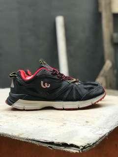 Sepatu running wilson original