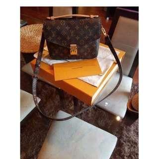 Authentic Pochette Metis slingbag/handbag