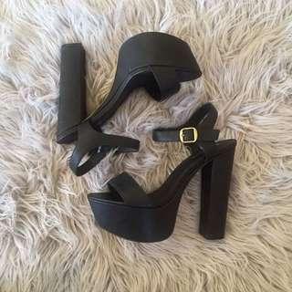 Lipstik Prize Heels