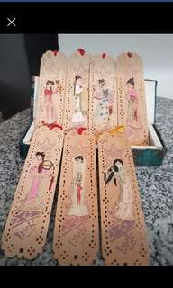 Lovely wooden hand craft n painted bookmarkd