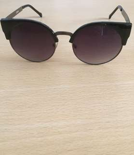 Sunnies' shades