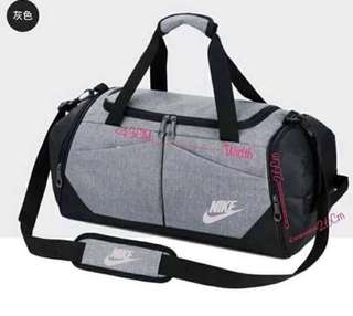 🏀680 ✔️Nike Traveling Bag  ✔️Nice QuaLity ✔️imitation  ✔️🚫CoLOr      ↘️bLack      ↘️gray  ✔️🚫Dimension      ↙️ 43 cm*width x 26 cm*height ☑️Multi Compartment ☑️Gym Bag *py