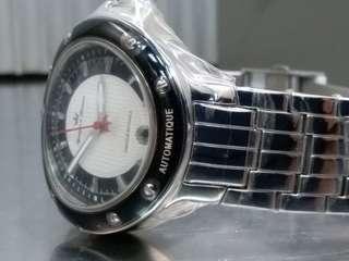Yonger & Bresson ~ 法國製造(Fabrique En France )~ 罕有弧形錶殼, 生產自家機芯, 全新, 附上原裝盒及吊牌, 請參閱下面品牌故事