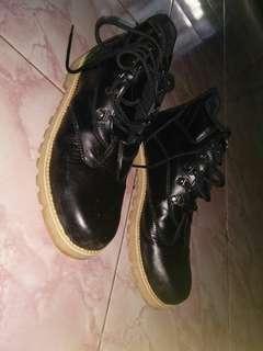 Sepatu outdor