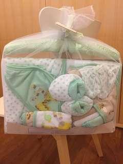 BNIB 10-piece newborn gift set