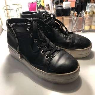 Black sneakers🖤🖤