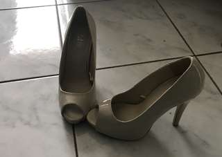 Nude patent peep toe pumps Sz6/37
