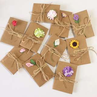 (Pre-order) 20pcs/set Kraft blank card with envelope SMALL (flowers choose at random)