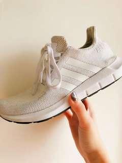 🚚 Adidas 跑步鞋