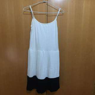 細肩帶百褶襯裙洋裝