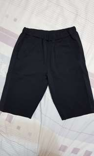 🚚 UNIQLO 男童透氣排汗休閒短褲