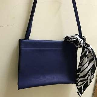 9成新 寶藍信封形袋(送黑白Scarf) Bag 斜咩*手挽都可以