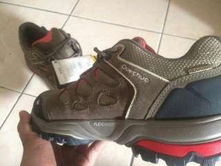 Sepatu Gunung Anti Air Quechua