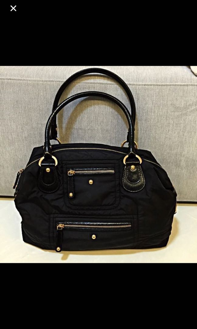 afb5d80c3a28 100% Authentic Tod s Pashmy Bauletto Grande Shoulder Bag In Classic Black  and Gold hardware - Selling at 80% discount off original price!