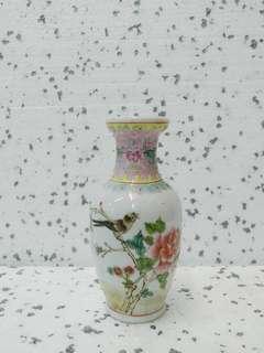 喜鹊牡丹瓶