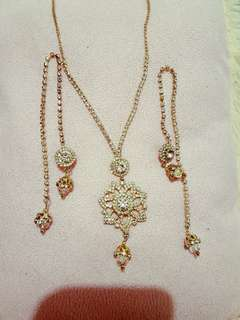 Pendat set with different style earrings