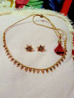 Neckline necklace with earrings