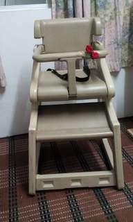 Kerusi makan bayi